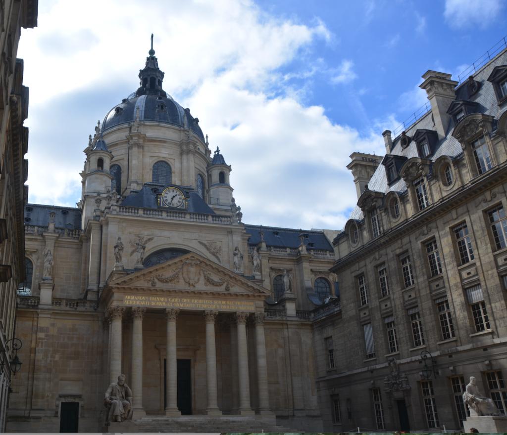Vue de la cour de la Sorbonne (Université de Paris)